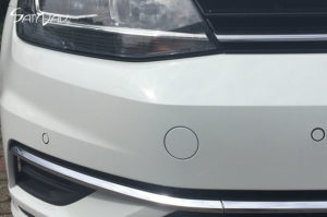 Utrasonic parking sensor in the front bumper